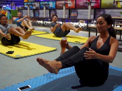 Lepas Stres di Tengah Pandemi, Kamboja Buka Kelas Yoga di Tempat Pembuatan Bir