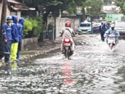 Hujan Deras Guyur Jakarta, Waduk di Kantor Bea Cukai Meluap