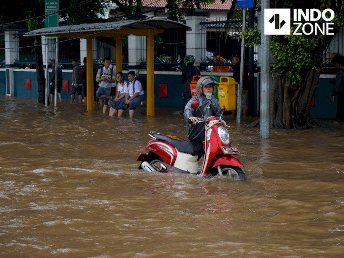 Hujan Deras, 10 Ruas Jalan di Jakarta Tergenang Banjir