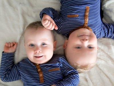 30 Nama Bayi Kembar Laki-laki Bermakna Istimewa dan Modern