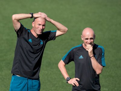 Terpapar COVID-19, Zinedine Zidane Digantikan David Bettoni Sama-sama Berkepala Plontos