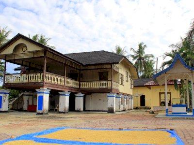 FOTO: Rumah Peninggalan Datuk Laksamana Raja Di Laut IV
