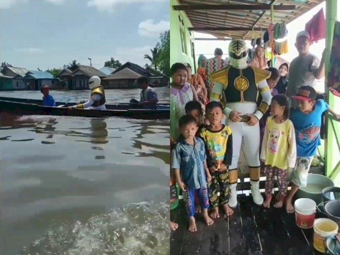 Unik, Relawan Ini Hibur Anak-anak Korban Banjir Kalsel Pakai Kostum Power Rangers