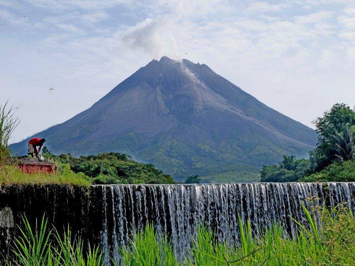 Dalam Sehari Gunung Merapi Luncurkan 43 Kali Lava Pijar dan 4 Awan Panas