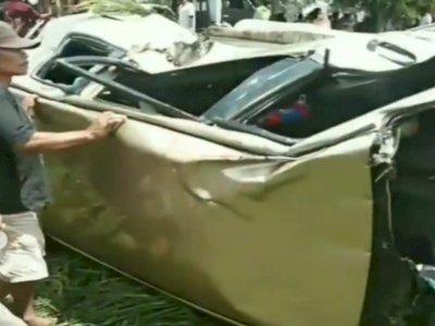Setel Musik Terlalu Keras, Pria Bermobil Tewas Mengenaskan Ditabrak Kereta Api di Malang