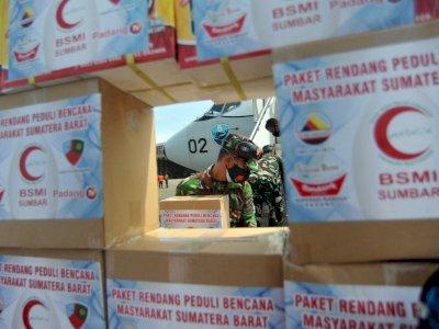 FOTO: Bantuan Rendang Untuk Korban Bencana Sulbar