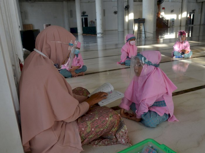 FOTO: Belajar Tatap Muka Santri di Aceh