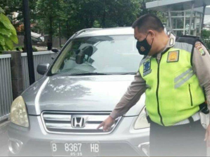 Hendak Parkir, Mobil di Jakbar Ini Malah Tabrak Seorang Bocah