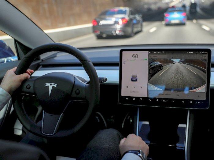 Mobil Tesla Mampu Deteksi Makhluk Halus?