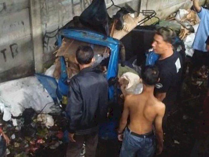 Merinding! Kereta Hantam Bajaj di Jakarta Barat, Begini Kronologinya