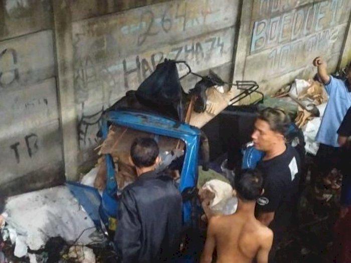 Bajaj Rusak Parah Akibat Kena Serempet Kereta Api, Alhamdulillah Pengemudi Hanya Luka-luka