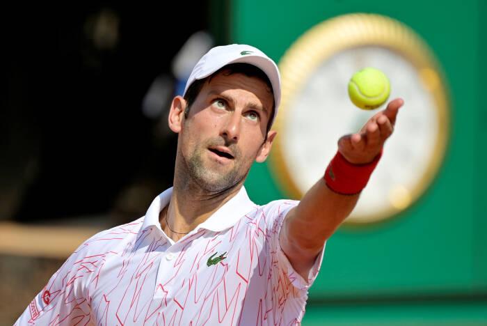Novak Djokovic dari Serbia beraksi selama pertandingan putaran kedua melawan petenis Italia Salvatore Caruso