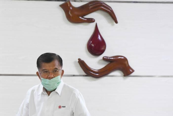 Ketua Umum Palang Merah Indonesia (PMI) Jusuf Kalla bersiap mengikuti peringatan HUT PMI ke-75 secara virtual di Markas PMI, Jakarta, Kamis (17/9/2020).