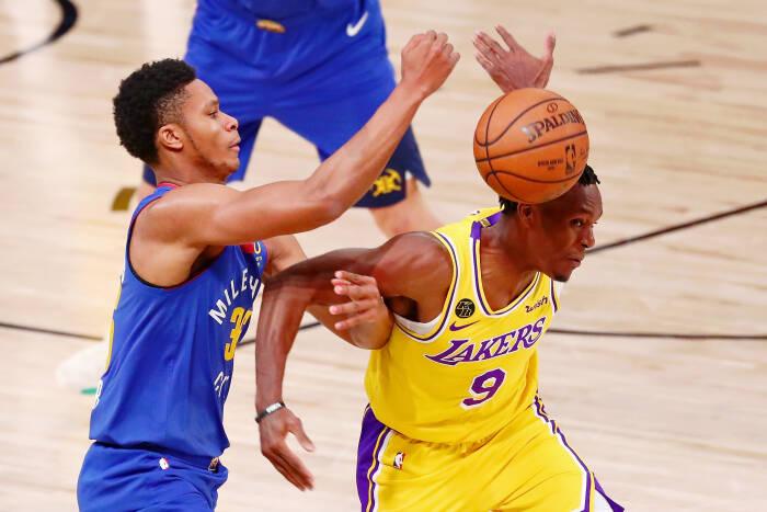 Guard Los Angeles Lakers Rajon Rondo (9) melanggar guard Denver Nuggets PJ Dozier (35)