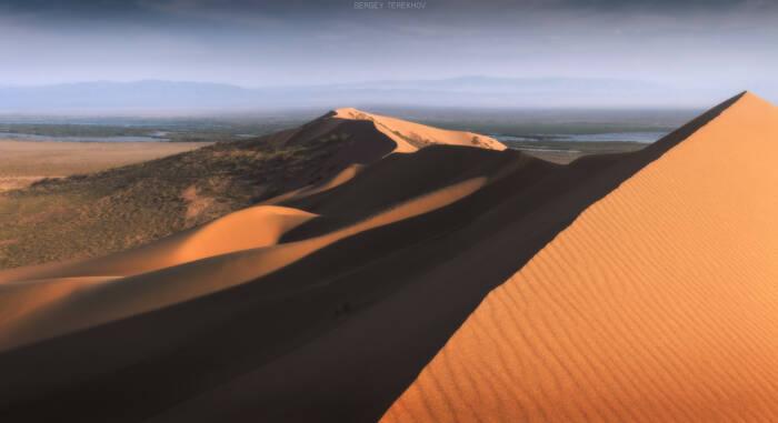 Gurun pasir di Taman Nasional Altyn-Emel Kazakhstan.