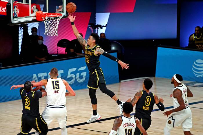 Guard Los Angeles Lakers Danny Green (14) melakukan penembakan
