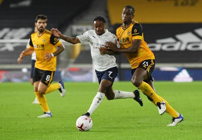 Raheem Sterling dari Manchester City beraksi dengan Willy Boly dari Wolverhampton Wanderers