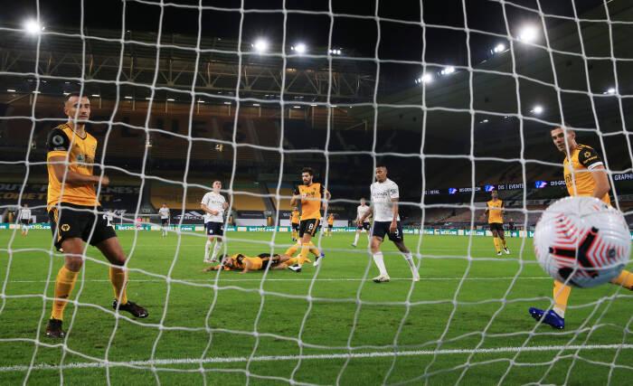 Phil Foden dari Manchester City mencetak gol kedua mereka