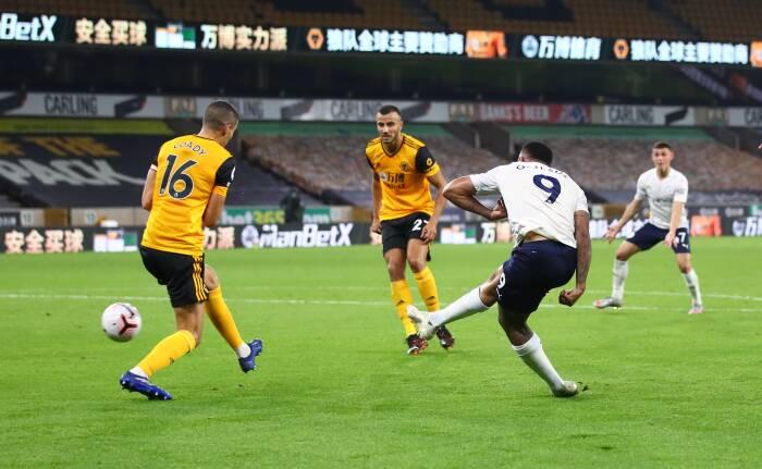 Gabriel Jesus dari Manchester City mencetak gol ketiga mereka