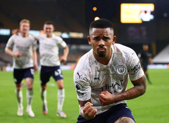 Gabriel Jesus dari Manchester City merayakan mencetak gol ketiga mereka