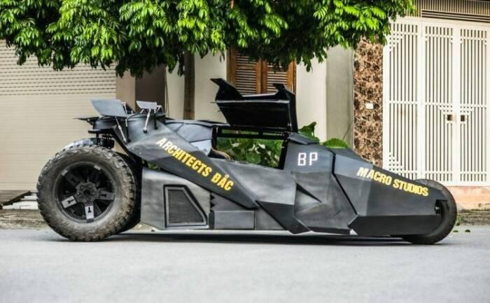 Mahasiswa Vietnam bikin Batmobile gahar