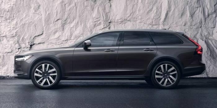 Tampilan samping mobil Volvo V90 2021