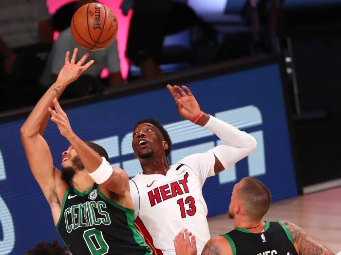 Penyerang Boston Celtics Jayson Tatum (0) dilanggar oleh penyerang Miami Heat Bam Adebayo (13)