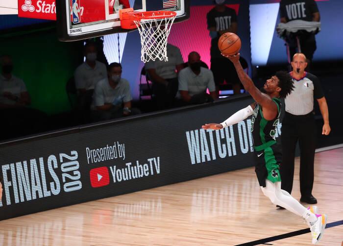 Guard Boston Celtics Marcus Smart (36) mencetak angka