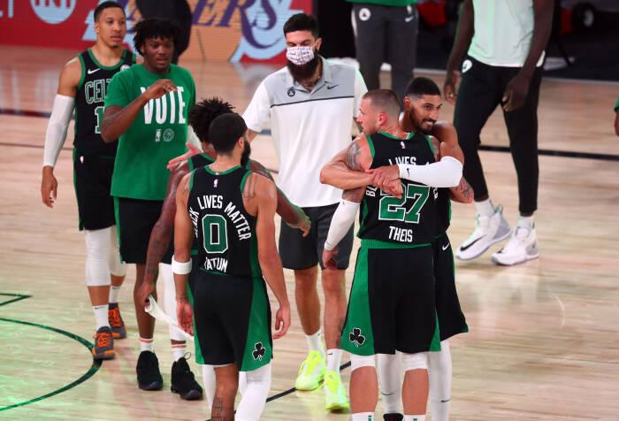 Boston Celtics merayakan kemenangan 121-108 melawan Miami Heat