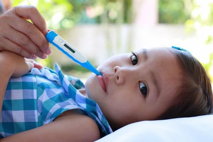 6 Cara Menurunkan Panas Anak Tanpa Minum Obat secara Alami ...
