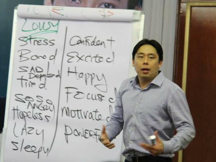 Adam Khoo menjadi pengisi acara seminar dan training