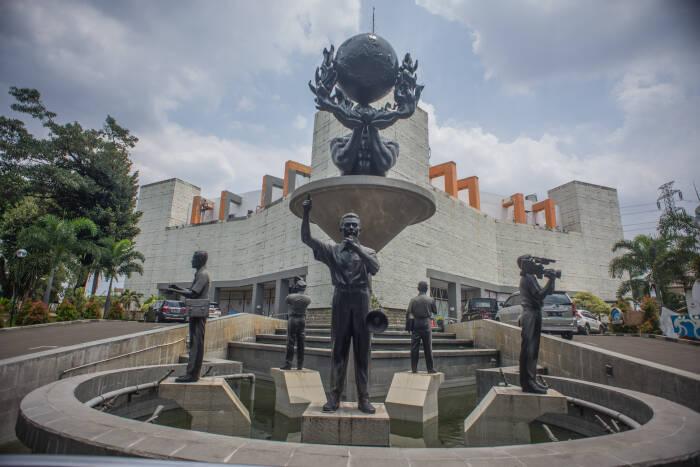 Museum Penerangan di Taman Mini Indonesia Indah (TMII) sepi dari aktivitas wisatawan, Jakarta, Selasa (13/10/2020). ANTARA FOTO/Aprillio Akbar