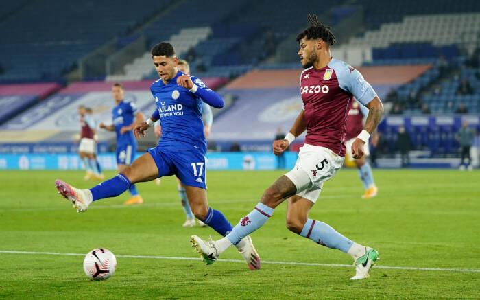 Tyrone Mings dari Aston Villa beraksi dengan Ayoze Perez dari Leicester City