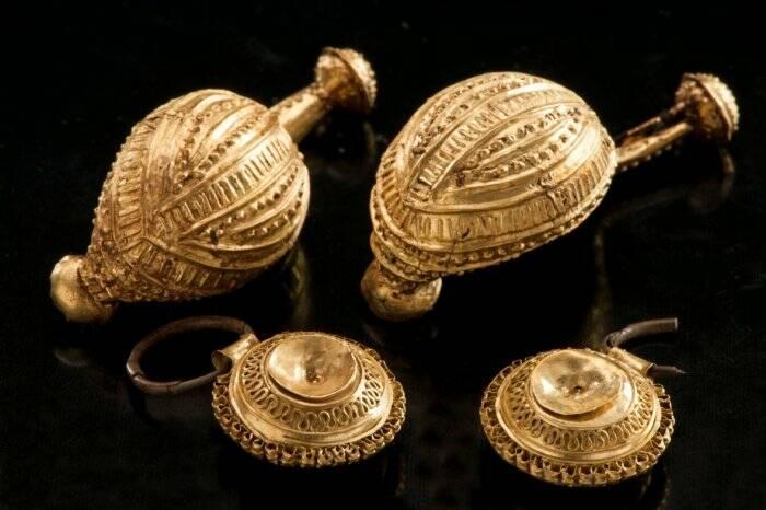 Perhiasan yang ditemukan di makam Putri Kuno Celtic.