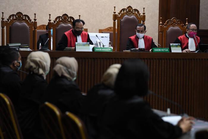 Majelis hakim memimpin sidang kasus suap dan gratifikasi pengurusan fatwa Mahkamah Agung (MA) Djoko Tjandra dengan terdakwa Pinangki Sirna Malasari di Pengadilan Tipikor