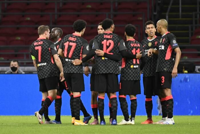 Para pemain Liverpool merayakan selebrasi setelah Nicolás Tagliafico dari Ajax mencetak gol bunuh diri dan yang pertama untuk Liverpool (REUTERS/Piroschka Van De Wouw)