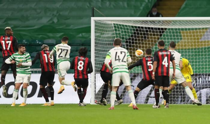 Mohamed Elyounoussi dari Celtic mencetak gol pertama mereka