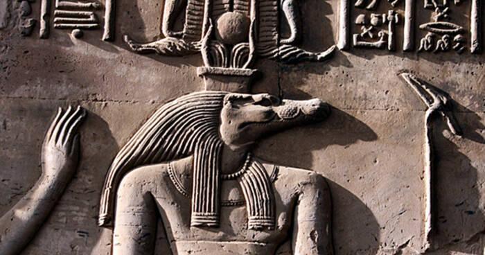 Gambar Sobek pada relief Kuil Kom Ombo.