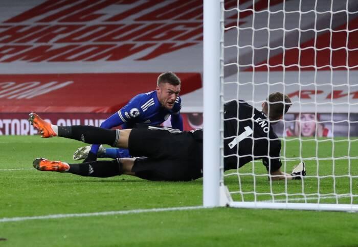 Pemain Leicester City Jamie Vardy mencetak gol pertama mereka