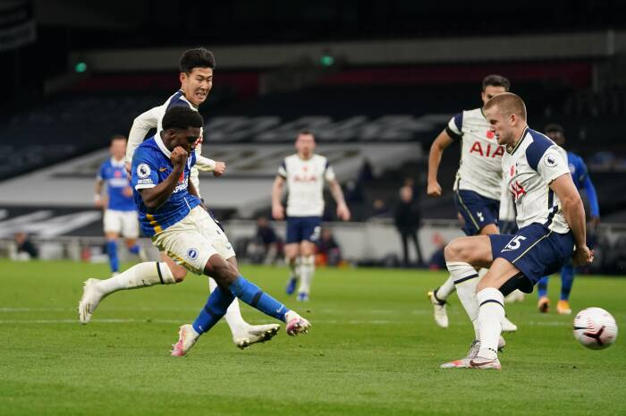 Tariq Lamptey dari Hove Albion mencetak gol pertama mereka