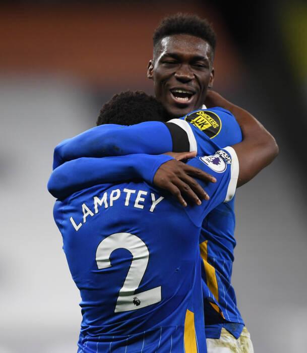 Tariq Lamptey dari Brighton & Hove Albion merayakan mencetak gol pertama mereka bersama rekan satu tim
