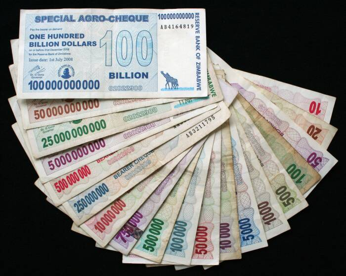 Uang kertas Zimbabwe.