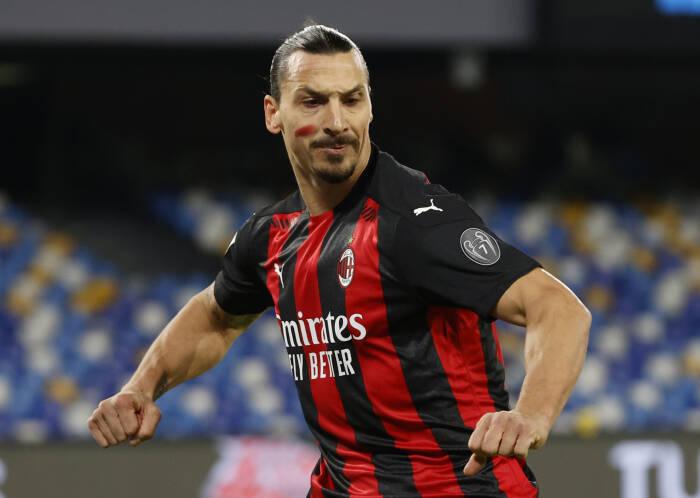 Zlatan Ibrahimovic dari AC Milan merayakan mencetak gol pertama mereka