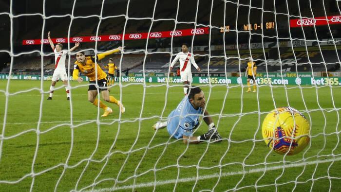 Pedro Neto dari Wolverhampton Wanderers merayakan dengan mencetak gol pertama mereka