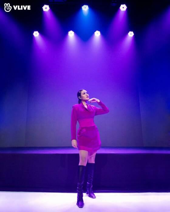 Raisa Andriana saat tampil di konser VLIVE. (VLIVE/Juni Records).