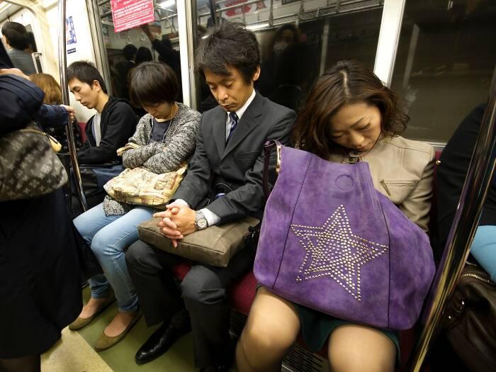 Fenomena inemuri, orang-orang Jepang yang tertidur di tempat umum dan kantor
