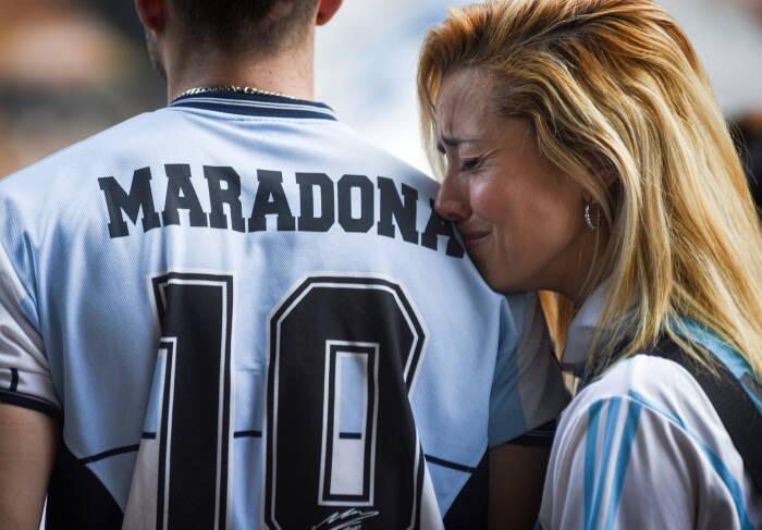 Foto Orang Orang Berkumpul Di Argentina Mengenang Diego Maradona Indozone Id