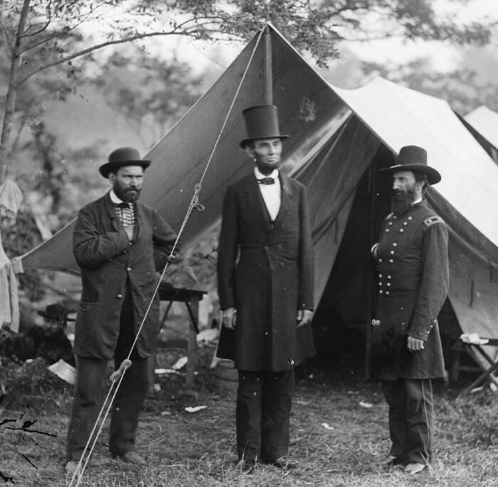 Abraham Lincoln dan topinya