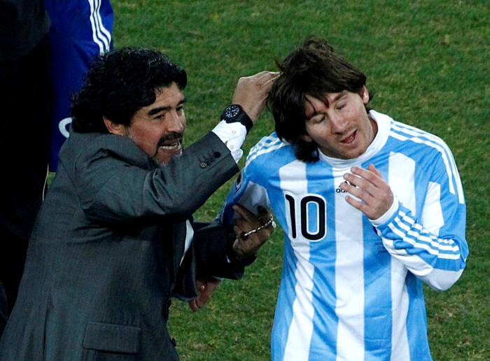 Diego Maradona dan Lionel Messi (REUTERS/David Gray)