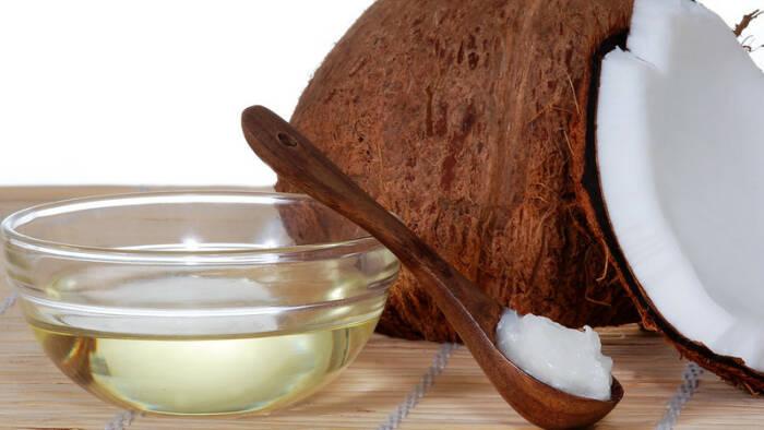 Ilustrasi minyak kelapa buatan sendiri
